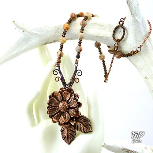 collier nao fleur en cuivre et rhodochrosite