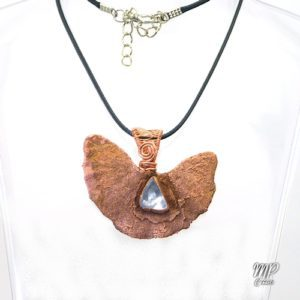 pendentif gaithe feuille de gingkoniloba et diamant d'herkimer