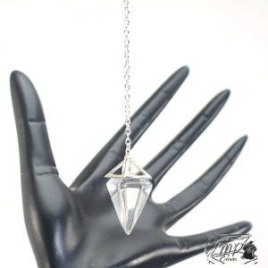 pendule pyramide en cristal de roche