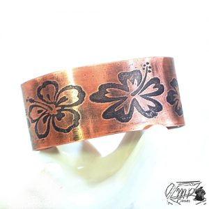 bracelet manchette abéba en cuivre gravé