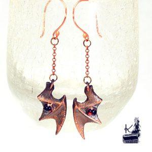 boucles d'oreille ailes de dragon avec grenat