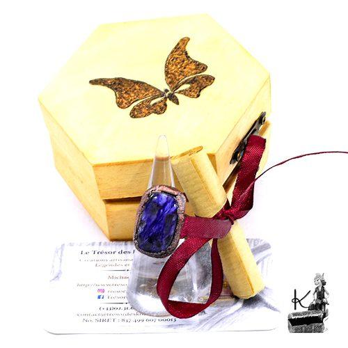 Trésor-Box Daelan avec bague ajustable en cuivre avec charoite