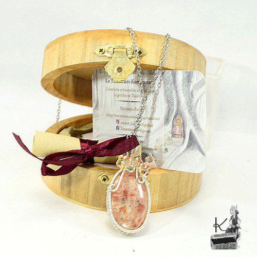 Tresor-Box Hanaé avec pendentif en pierre de soleil
