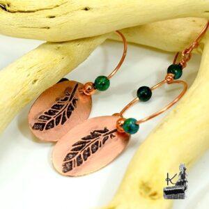 Boucles d'oreille Kanda en cuivre avec des perles en chrysocolle