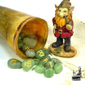 Runes futhark en aventurine verte